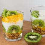 Kiwi-Mango Dessert mit Crunchy Rezept