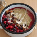 Vanille Pudding Oats mit Beeren und Mandeln